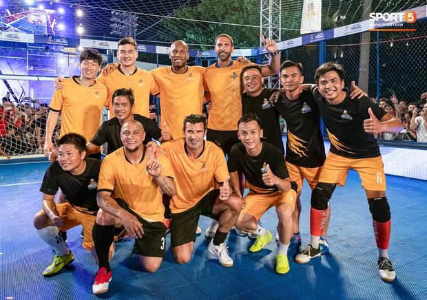 Phát sốt với khoảnh khắc huyền thoại bóng đá thế giới bày trò trêu khiến Lâm Tây cười như được mùa - Ảnh 1.
