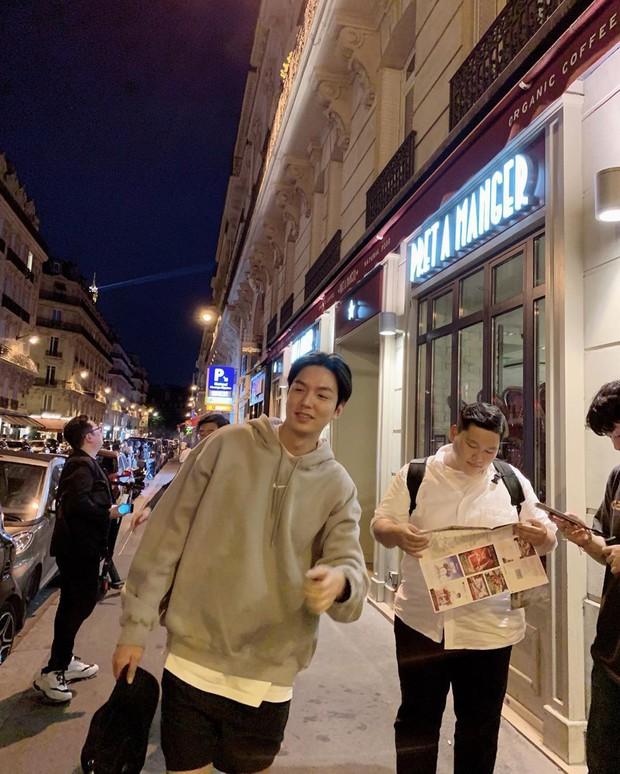 """Ngắm loạt ảnh đi du lịch từ sau xuất ngũ của Lee Min Ho, fan phát hiện ra anh chàng là người khá """"dễ dãi"""" vì những điểm này - Ảnh 8."""