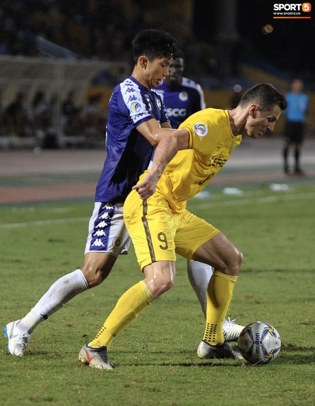 Trước tin đồn đến châu Âu thi đấu, Đoàn Văn Hậu vẫn nỗ lực hết mình vì Hà Nội FC - Ảnh 7.