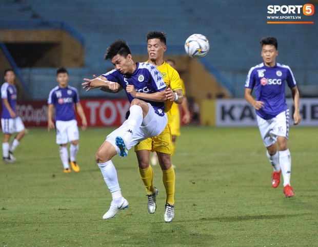 Trước tin đồn đến châu Âu thi đấu, Đoàn Văn Hậu vẫn nỗ lực hết mình vì Hà Nội FC - Ảnh 3.