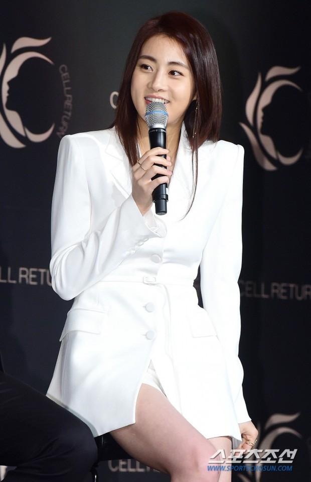 Nam thần vạn người mê Park Seo Joon bị lấn át giữa sự kiện chỉ vì... đôi chân cực phẩm của bạn gái cũ Hyun Bin - Ảnh 5.