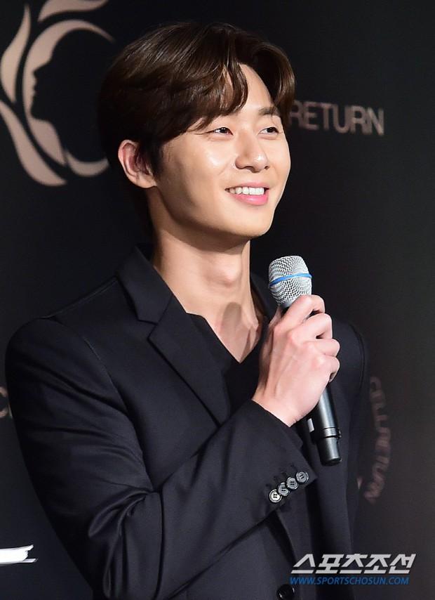 Nam thần vạn người mê Park Seo Joon bị lấn át giữa sự kiện chỉ vì... đôi chân cực phẩm của bạn gái cũ Hyun Bin - Ảnh 8.