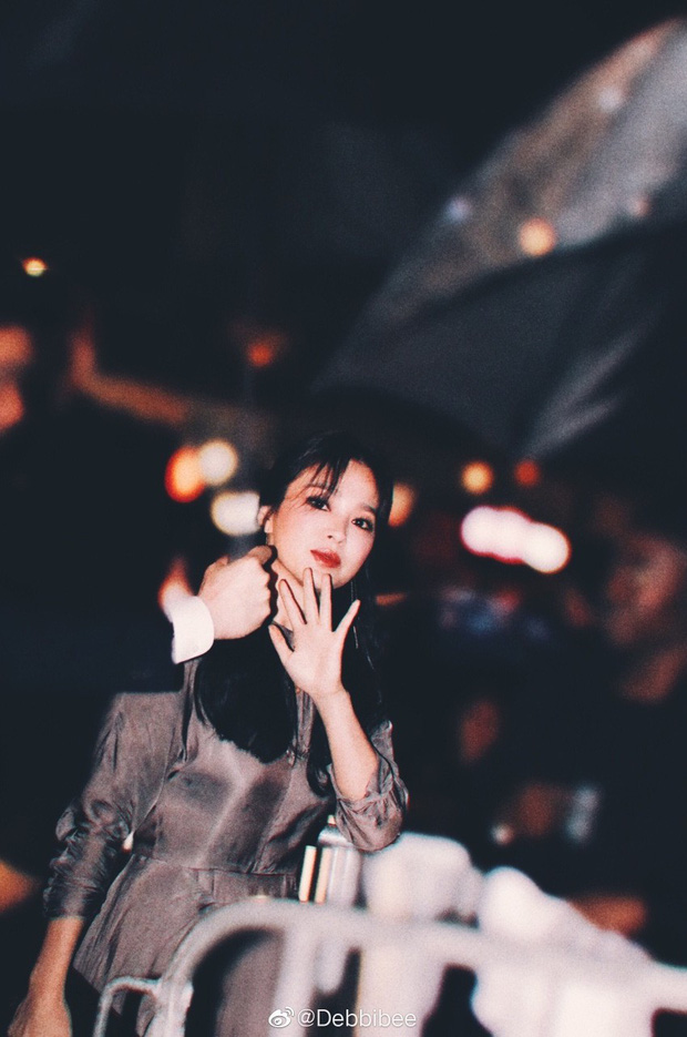Ngoại hình khác lạ và táo bạo của bánh bèo thoát xác Song Hye Kyo gần đây hình như lấy cảm hứng từ người tình? - Ảnh 4.