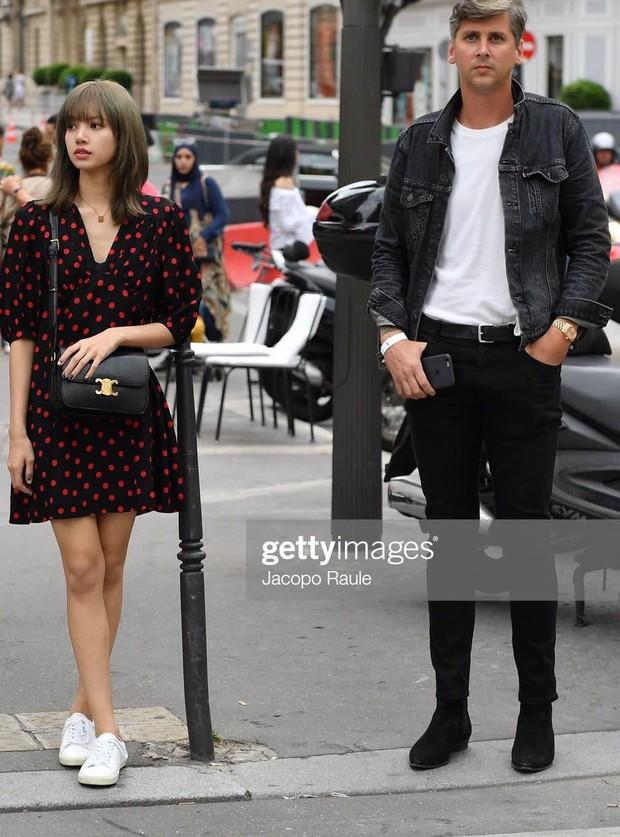 Sang Pháp mấy ngày đã bạo gan đăng ảnh thân thiết bên trai Tây đẹp như poster phim, Lisa làm fan muốn ghép đôi nhiệt liệt - Ảnh 2.