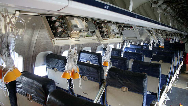 Đây là những gì thực sự sẽ xảy ra nếu bạn muốn mở cửa máy bay khi đang ở giữa bầu trời - Ảnh 4.