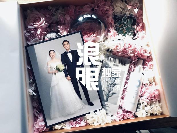 Hé lộ quà mời cưới của mỹ nhân Tây Du Ký và sao Pháp Sư Vô Tâm, cặp đôi cười tít mắt chuẩn bị về chung 1 nhà - Ảnh 6.