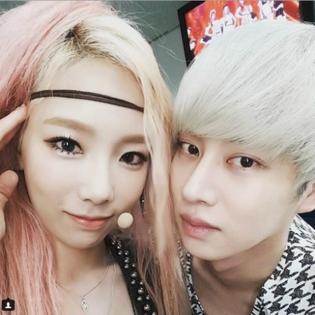 11 hội bạn thân sao Hàn khác giới đình đám: V (BTS) quen minh tinh hơn 17 tuổi, Heechul như thánh thu thập mỹ nhân - Ảnh 20.