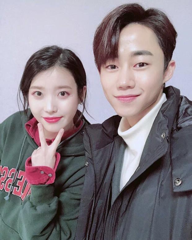 11 hội bạn thân sao Hàn khác giới đình đám: V (BTS) quen minh tinh hơn 17 tuổi, Heechul như thánh thu thập mỹ nhân - Ảnh 5.