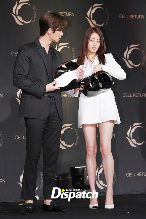 Nam thần vạn người mê Park Seo Joon bị lấn át giữa sự kiện chỉ vì... đôi chân cực phẩm của bạn gái cũ Hyun Bin - Ảnh 1.