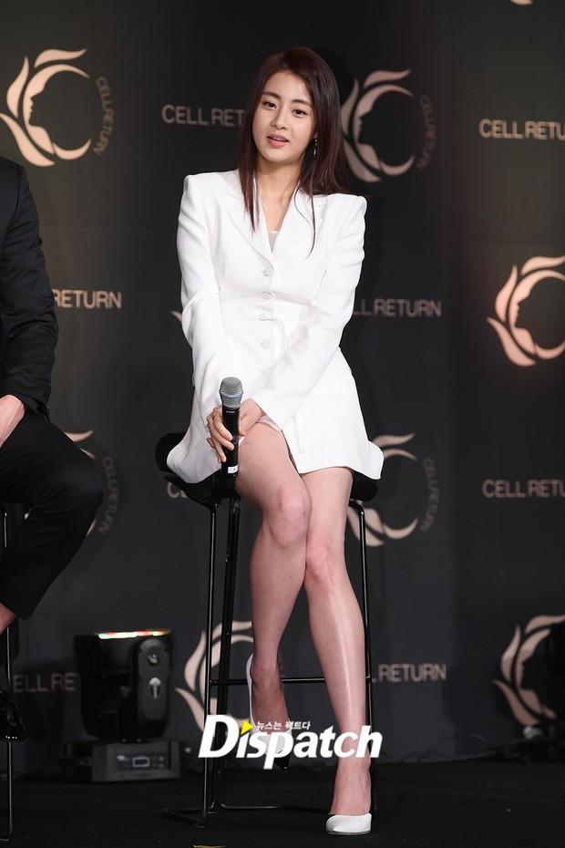 Nam thần vạn người mê Park Seo Joon bị lấn át giữa sự kiện chỉ vì... đôi chân cực phẩm của bạn gái cũ Hyun Bin - Ảnh 4.