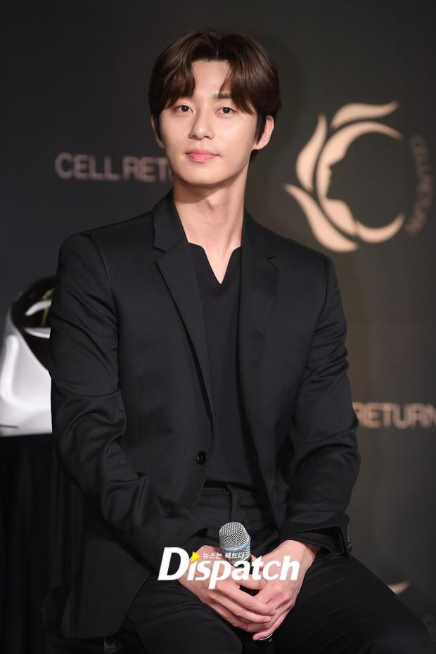 Nam thần vạn người mê Park Seo Joon bị lấn át giữa sự kiện chỉ vì... đôi chân cực phẩm của bạn gái cũ Hyun Bin - Ảnh 7.