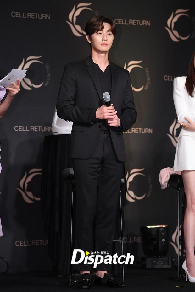 Nam thần vạn người mê Park Seo Joon bị lấn át giữa sự kiện chỉ vì... đôi chân cực phẩm của bạn gái cũ Hyun Bin - Ảnh 6.