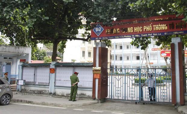 Mang điện thoại vào phòng thi, 2 thí sinh ở Nghệ An và Sơn La bị đình chỉ - Ảnh 1.