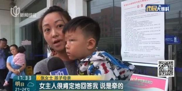 Khoảnh khắc gây sốc: Dắt cháu trai 3 tuổi đi thang máy, bà hoảng hồn phản ứng nhanh cứu mạng cháu bị chó dữ nhảy lên cắn - Ảnh 7.