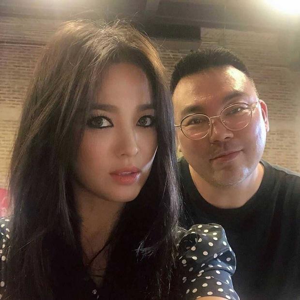 Ngoại hình khác lạ và táo bạo của bánh bèo thoát xác Song Hye Kyo gần đây hình như lấy cảm hứng từ người tình? - Ảnh 1.
