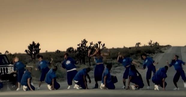 Phát hiện Sơn Tùng chơi lớn, chọn bối cảnh Ariana Grande, Lady Gaga, Beyoncé, Red Velvet... từng quay MV để thực hiện Hãy trao cho anh! - Ảnh 4.