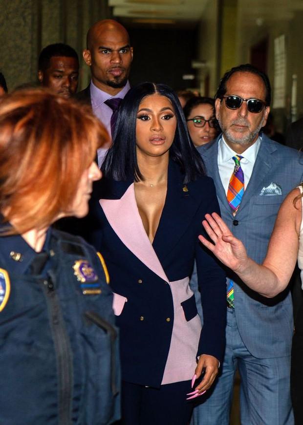 Tìm ra nữ hoàng thị phi sau Kim Kardashian: Đánh nhau với Nicki Minaj, làm gái nhảy, hiếp dâm, dao kéo đến biến dạng - Ảnh 6.