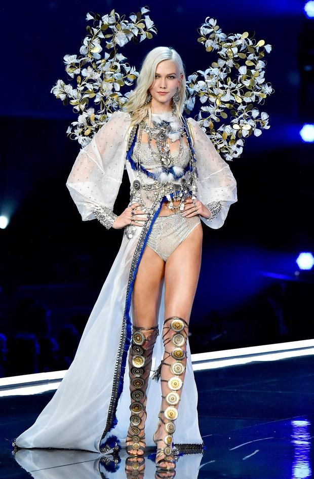 Bị nghi mang bầu chỉ vì diện váy ôm gây lộ bụng, siêu mẫu Karlie Kloss đáp trả: Chỉ là thích ăn khoai tây chiên thôi mà - Ảnh 4.
