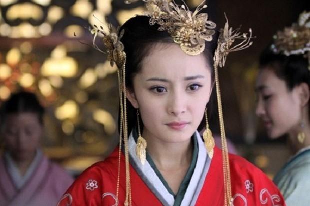"""Dương Mịch: """"Nữ hoàng rating"""" đang thất thế kiêm cô gái vàng trong làng nhận """"chổi""""? - Ảnh 8."""