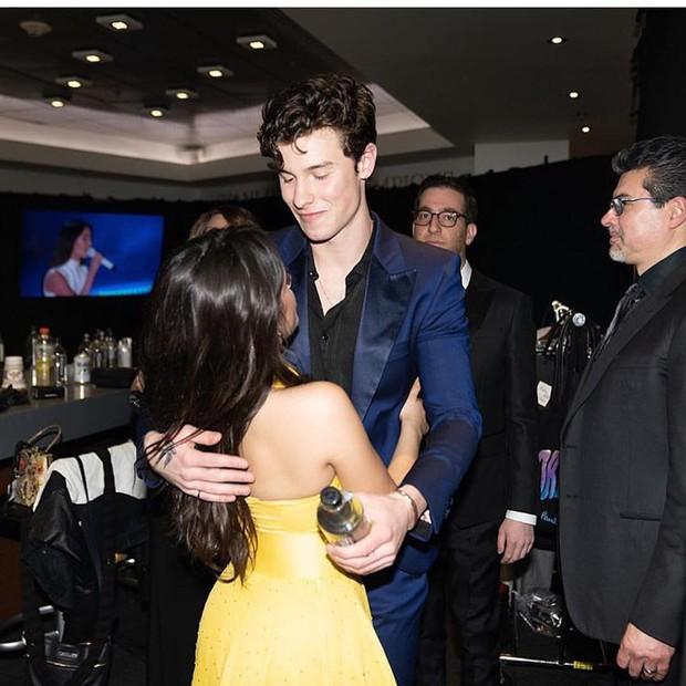Lý do Shawn Mendes bị gọi hồn khi Camila chia tay: Ánh mắt ngây ngốc dán vào cô bạn từ lâu dù nàng có bạn trai - Ảnh 9.