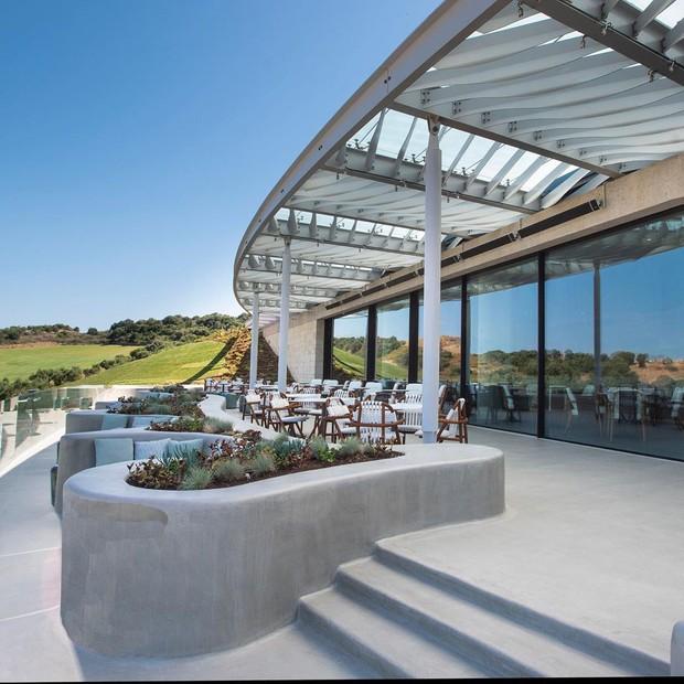 Soi độ sang chảnh của khu nghỉ dưỡng mà Ronaldo chi gần 700 triệu đồng cho nhân viên phục vụ trong chuyến đi Hy Lạp cùng bạn gái - Ảnh 5.