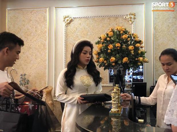 Khánh Linh lộ bụng to trong đám hỏi, dân tình vào chúc mừng Bùi Tiến Dũng được cả vợ lẫn con - Ảnh 4.
