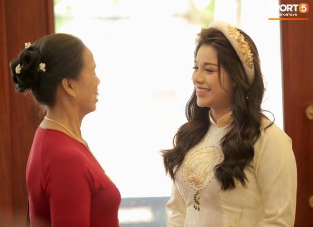 Khánh Linh lộ bụng to trong đám hỏi, dân tình vào chúc mừng Bùi Tiến Dũng được cả vợ lẫn con - Ảnh 2.
