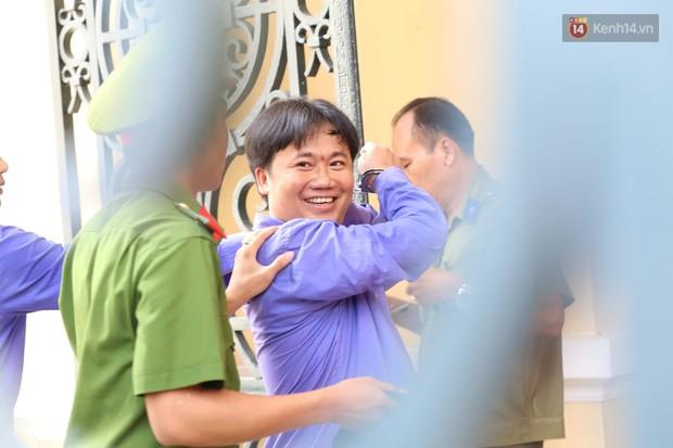 Vợ cũ lĩnh án 18 tháng tù, bác sĩ Chiêm Quốc Thái tuyên bố sẽ kháng cáo - Ảnh 2.