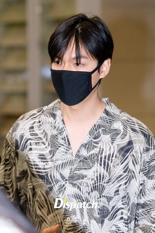 Dàn sao Hàn đổ bộ sân bay sau sự kiện ở Paris: Lisa đẳng cấp khoe eo siêu nhỏ, Lee Min Ho gây choáng với mặt mộc - Ảnh 9.