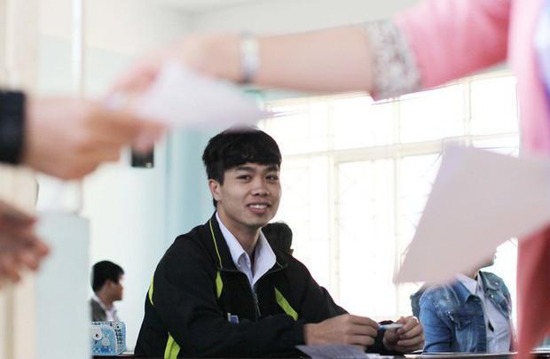 Lộ bảng điểm thi tốt nghiệp của dàn cầu thủ tuyển Việt Nam: Hồng Duy Pinky đội sổ nhưng người học giỏi nhất mới gây bất ngờ - Ảnh 1.