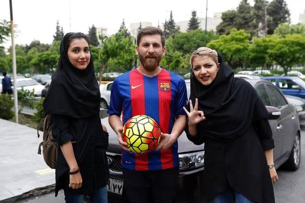 Lợi dụng vẻ ngoài như sinh đôi với Messi để đi lừa tình các cô gái trẻ, chàng trai bị chính quyền sờ gáy - Ảnh 2.