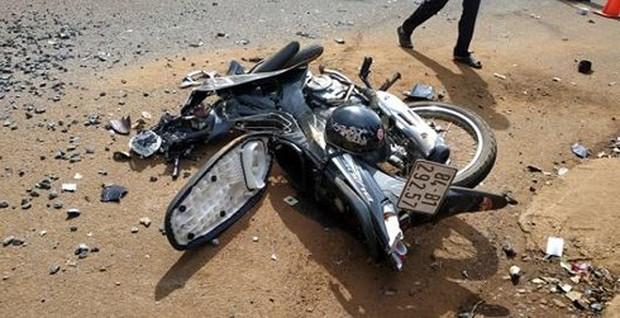 Xe ben cán nát xe máy: 600 hộ dân mất điện, 2 người thương vong - Ảnh 3.