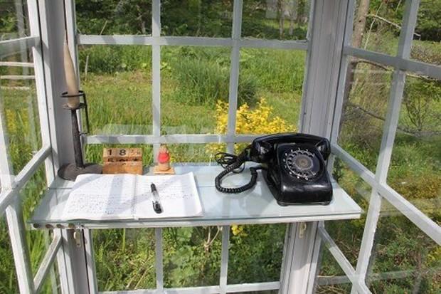 Câu chuyện về bốt điện thoại kỳ lạ nhất quả đất ở Nhật Bản: Nằm chơ vơ giữa vùng đất hoang vắng, là nơi để người sống liên lạc với người đã chết - Ảnh 4.