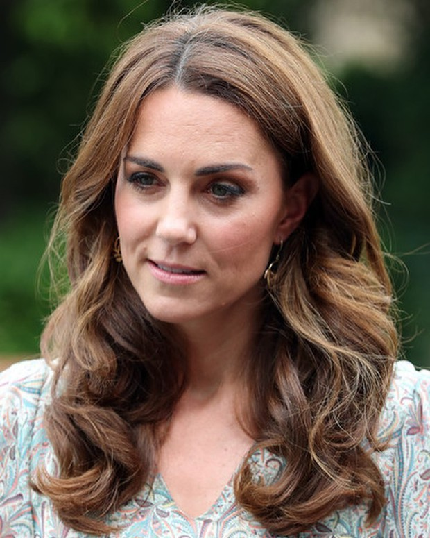 Chỉ vì sơ suất này khi trang điểm, Công nương Kate dù diện váy trẻ trung vẫn không thể che được dấu hiệu tuổi tác - Ảnh 5.