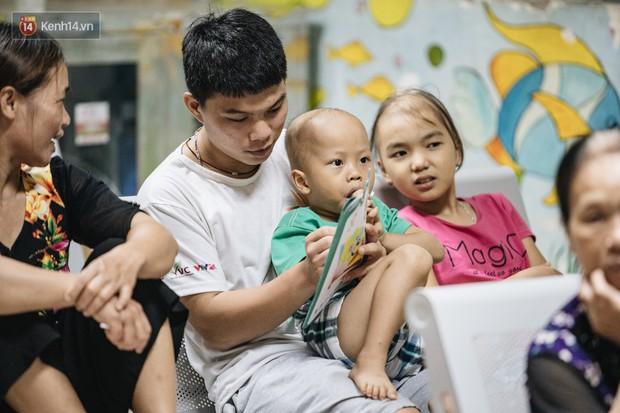 Rạp chiếu bóng ở viện K: Những đứa trẻ đẩy ống truyền thuốc đi xem phim hoạt hình - Ảnh 6.