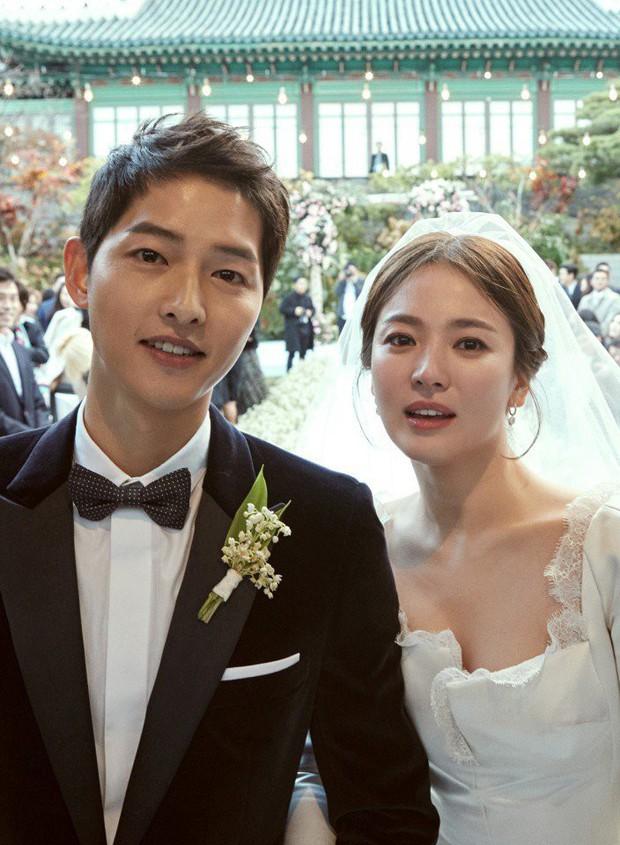 2 năm trước, Song Hye Kyo từng gây thổn thức vì hình ảnh hạnh phúc trong mẫu váy cưới đẹp như mơ - Ảnh 1.