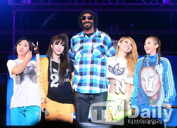 """Trước ngày """"Hãy Trao Cho Anh"""" ra mắt, cùng nhìn lại những lần Snoop Dogg bắt tay những nghệ sĩ châu Á siêu đình đám - Ảnh 6."""