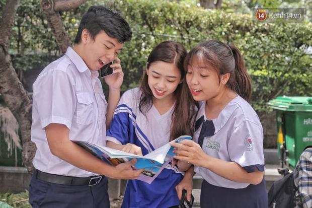 Nữ sinh xinh đẹp ở Sài Gòn gây náo loạn cổng trường thi, xem hình ảnh đời thường càng thấy xuất sắc hơn - Ảnh 5.