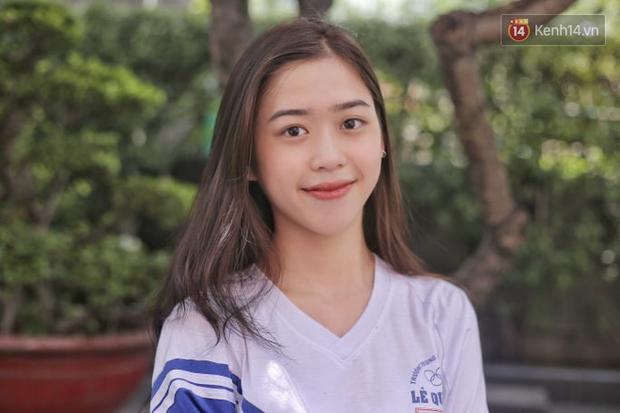 Nữ sinh xinh đẹp ở Sài Gòn gây náo loạn cổng trường thi, xem hình ảnh đời thường càng thấy xuất sắc hơn - Ảnh 2.