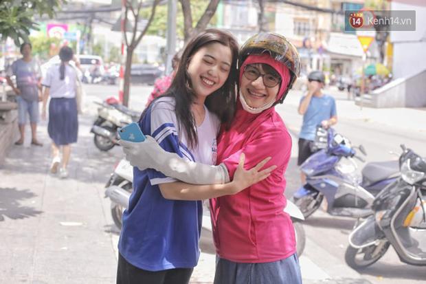 Nữ sinh xinh đẹp ở Sài Gòn gây náo loạn cổng trường thi, xem hình ảnh đời thường càng thấy xuất sắc hơn - Ảnh 3.