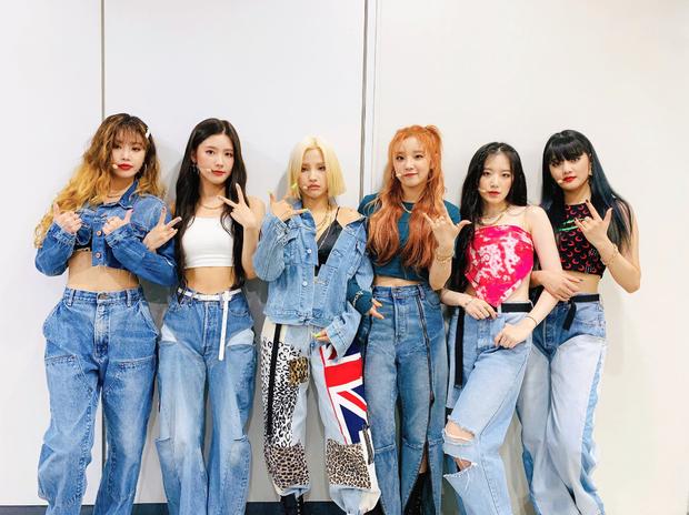 Red Velvet ôm cúp, (G)I-DLE trở lại cực ngầu cũng không hot bằng màn debut của idol Nga với gương mặt đẹp tựa Nancy - Ảnh 2.