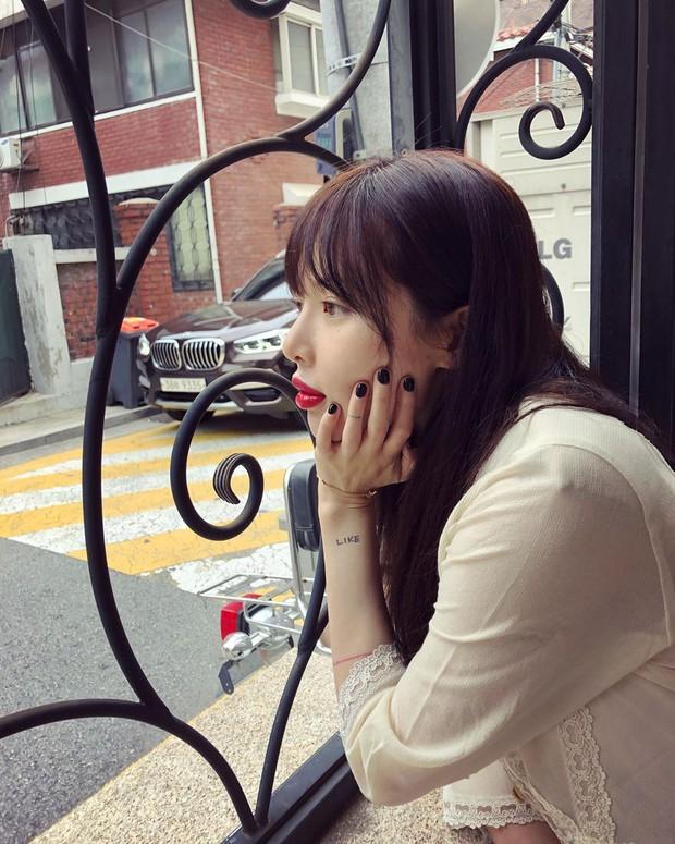 Hình như Hyuna vừa tiêm filler môi: môi sưng tều nên đánh son đỏ chẳng còn đẹp và sang như trước, chỉ thấy giật mình - Ảnh 4.