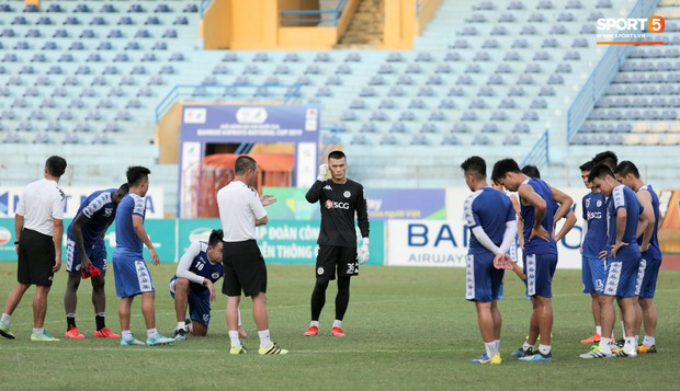 Bùi Tiến Dũng rộng cửa bắt chính cho Hà Nội FC tại Cup Quốc gia 2019 - Ảnh 2.