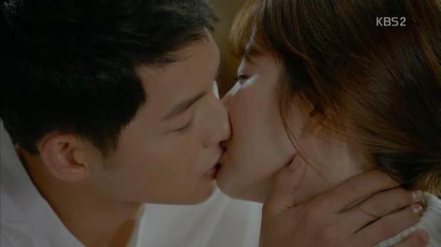 """Từng sống chết có nhau trong """"Hậu Duệ Mặt Trời"""", nay Song Hye Kyo - Song Joong Ki đã thành """"người dưng ngược lối"""" - Ảnh 7."""