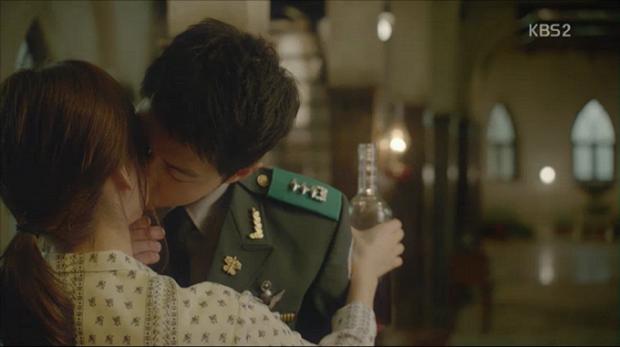 """Từng sống chết có nhau trong """"Hậu Duệ Mặt Trời"""", nay Song Hye Kyo - Song Joong Ki đã thành """"người dưng ngược lối"""" - Ảnh 10."""