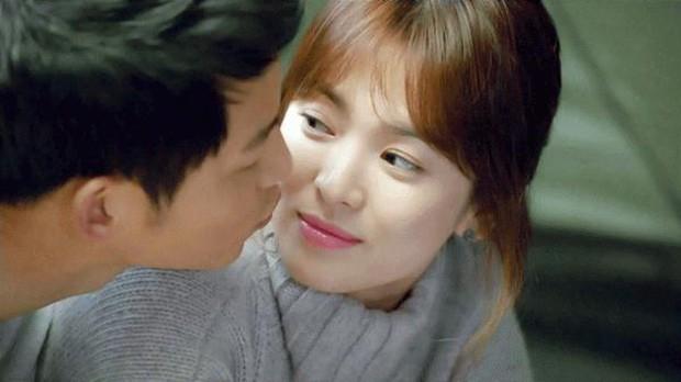 """Từng sống chết có nhau trong """"Hậu Duệ Mặt Trời"""", nay Song Hye Kyo - Song Joong Ki đã thành """"người dưng ngược lối"""" - Ảnh 3."""
