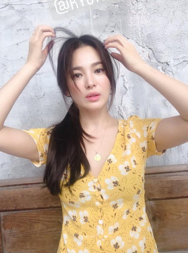 Biểu cảm đối lập bất ngờ của Song Joong Ki và Song Hye Kyo trước khi đệ đơn ly hôn: Có gì đó sai sai? - Ảnh 7.