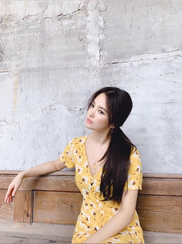 Ảnh hiếm của Song Hye Kyo 1 ngày trước khi chồng đệ đơn ly hôn: Chị vẫn đẹp nhưng biểu cảm đúng là đáng chú ý - Ảnh 4.
