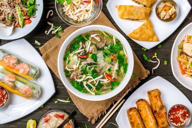 Khi mẹ bạn nấu có một món nhưng phải rửa cả bồn: đừng phàn nàn vì đó là một điều kì diệu của ẩm thực Việt Nam - Ảnh 1.