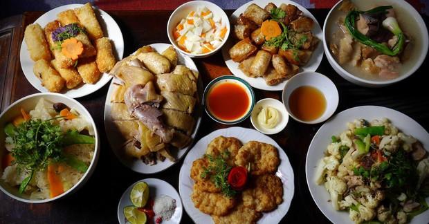 Khi mẹ bạn nấu có một món nhưng phải rửa cả bồn: đừng phàn nàn vì đó là một điều kì diệu của ẩm thực Việt Nam - Ảnh 2.